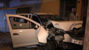 İzmir: Kaza yapan sürücü yaralı kadını arabada bırakıp kaçtı!