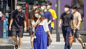 Güney Kore'de korona aşısı olanlara maske zorunluluğu kaldırıldı