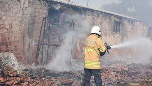 İzmir'de hayvan çiftliğinde korkutan yangın