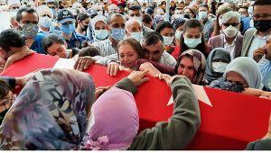 Denizli şehidine ağlıyor! Şehit polis memuru Ercan Yangöz son yolculuğuna uğurlandı