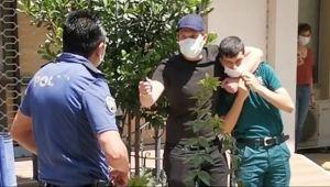 İzmir Alsancak'ta hareketli anlar: Bıçaklı saldırgan engelli memuru rehin aldı