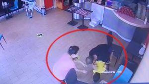 İzmir'de 2 yaşındaki çocuk boğazına pizza kaçınca ölümden son anda kurtuldu