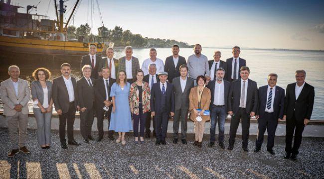 İzmir'de CHP'li belediye başkanları buluştu!