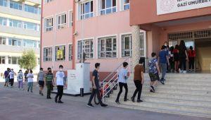 İzmir'de Covid-19 tedbirli LGS heyecanı