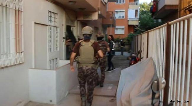 İzmir'de uyuşturucu satıcılarına operasyon: 17 gözaltı