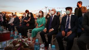 Kılıçdaroğlu, İzmir'de Efes Tarlası Yaşam Köyü açılışını yaptı