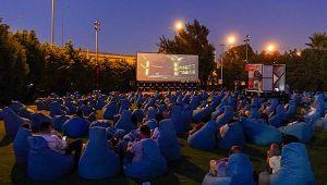 İzmir: Açık havada sinema keyfi devam ediyor