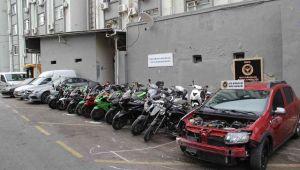 İzmir'de oto hırsızlık şebekesine operasyon!